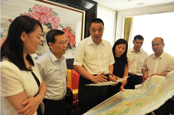 广州市海珠区副区长方锦群一行考察康美药业