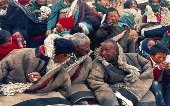 西藏人进京,震惊了整个北京城!有信仰和无信仰的区别